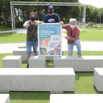 Torremolinos lleva las actividades culturales al Parque de la Batería con la construcción de un escenario permanente
